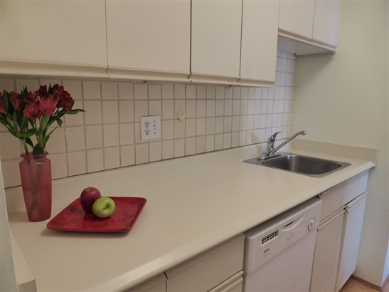 210 120 E 4th Street, North Vancouver, BC - CAN (photo 5)