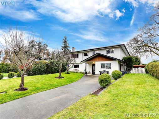 4206 Morris Dr, Saanich East, BC - CAN (photo 1)