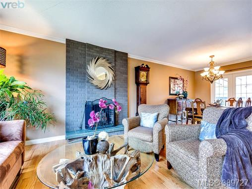 4206 Morris Dr, Saanich East, BC - CAN (photo 4)