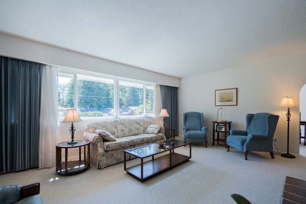 2011 Arroyo Court, North Vancouver, BC - CAN (photo 4)