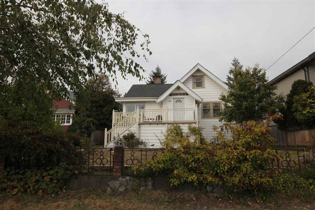 748 E 8 Street, North Vancouver, BC - CAN (photo 1)