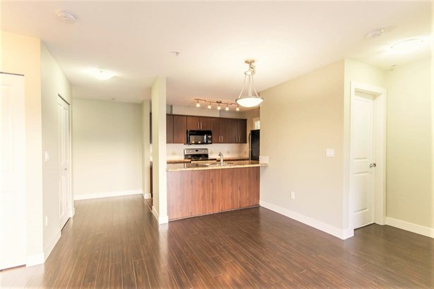 402 3240 St Johns Street, Port Moody, BC - CAN (photo 5)