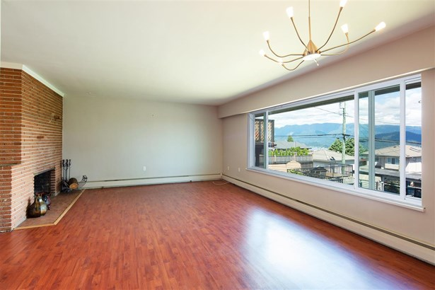 12 N Holdom Avenue, Burnaby, BC - CAN (photo 2)