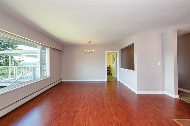 12 N Holdom Avenue, Burnaby, BC - CAN (photo 4)