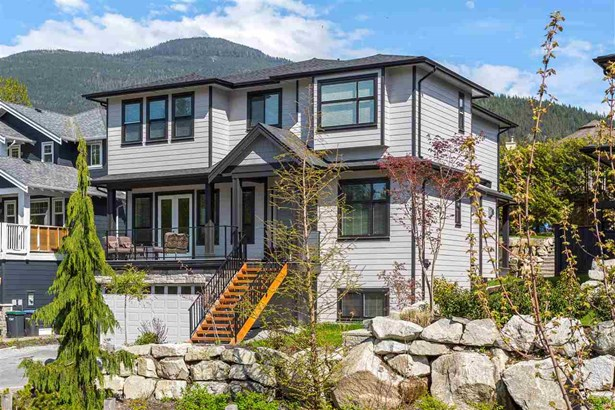 1003 Jay Crescent, Squamish, BC - CAN (photo 1)