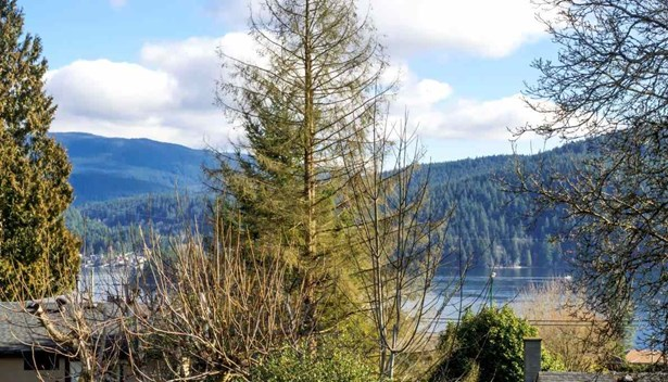 4219 Glenhaven Crescent, North Vancouver, BC - CAN (photo 4)