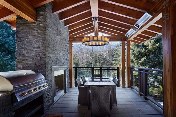 7219 N Fitzsimmons Road, Whistler, BC - CAN (photo 5)