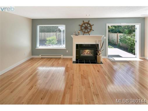 2183 Malaview Ave, Sidney, BC - CAN (photo 2)
