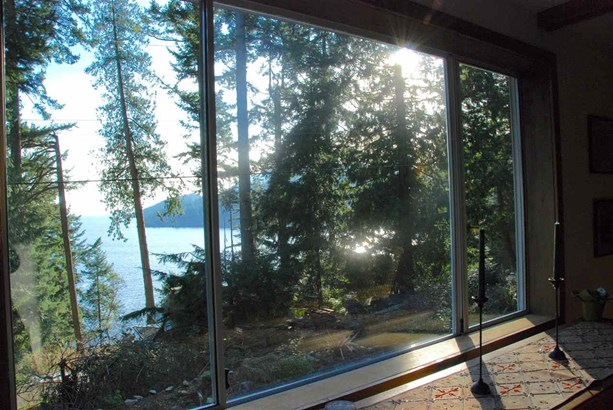 150 Bannister Road, Bowen Island, BC - CAN (photo 2)