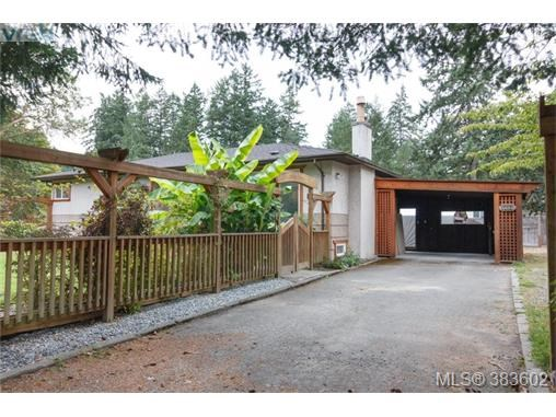 6664 Wallace Dr, Central Saanich, BC - CAN (photo 2)