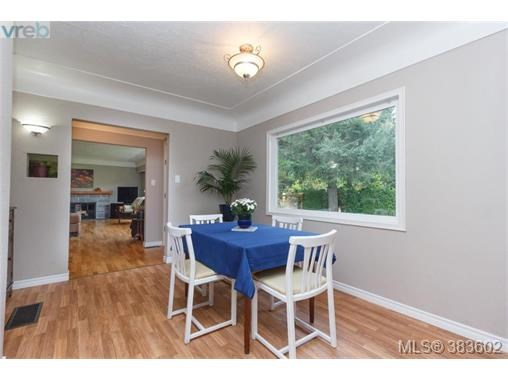 6664 Wallace Dr, Central Saanich, BC - CAN (photo 5)