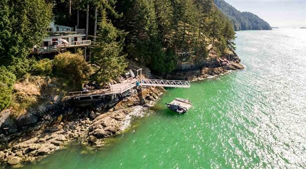 1372 Wf, Bowen Island, BC - CAN (photo 1)