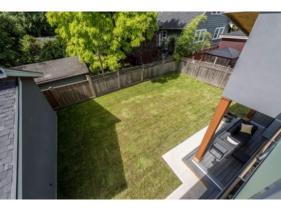 910 Tenth Street, New Westminster, BC - CAN (photo 2)