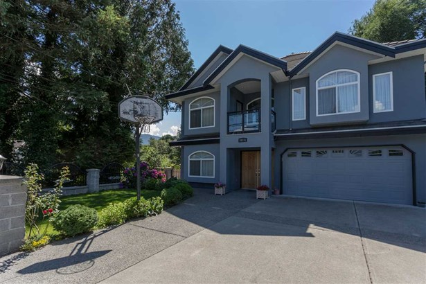 38731 Buckley Avenue, Squamish, BC - CAN (photo 2)