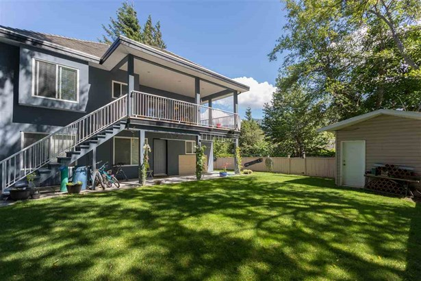 38731 Buckley Avenue, Squamish, BC - CAN (photo 4)