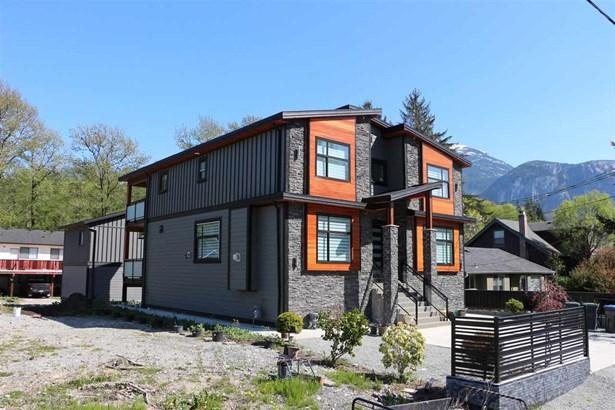 38818 Britannia Avenue, Squamish, BC - CAN (photo 2)