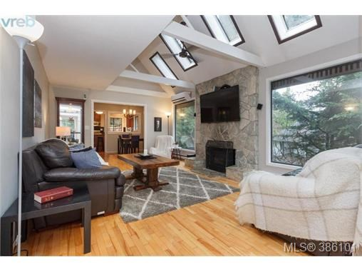7066 Willis Point Rd, Central Saanich, BC - CAN (photo 2)