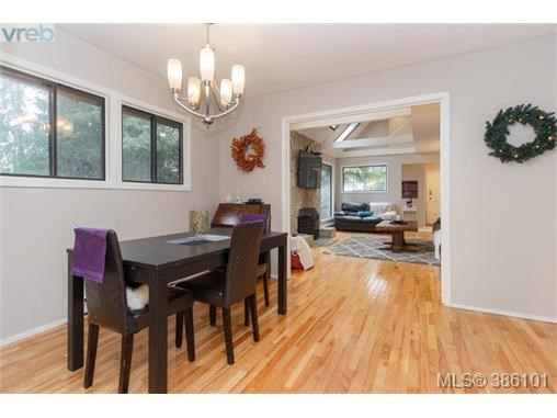 7066 Willis Point Rd, Central Saanich, BC - CAN (photo 3)