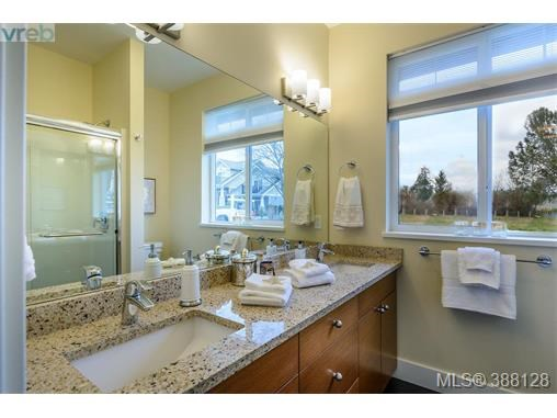 2307 Oakville Ave, Sidney, BC - CAN (photo 5)
