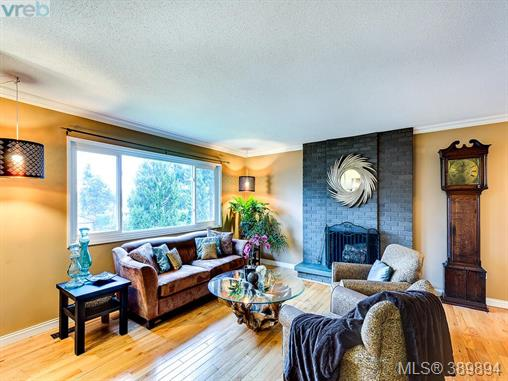 4206 Morris Dr, Saanich East, BC - CAN (photo 5)
