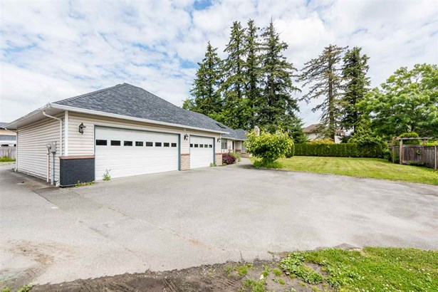 19745 72 Avenue, Langley, BC - CAN (photo 2)