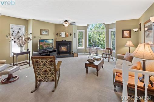 2234 Ardwell Ave, Sidney, BC - CAN (photo 2)