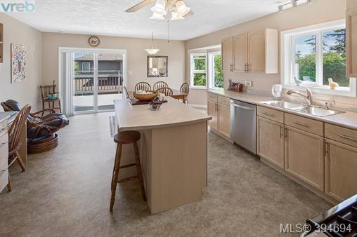 2234 Ardwell Ave, Sidney, BC - CAN (photo 4)