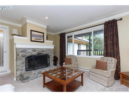 11245 Hedgerow Dr, North Saanich, BC - CAN (photo 3)