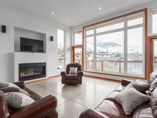 1056 Jay Crescent, Squamish, BC - CAN (photo 2)