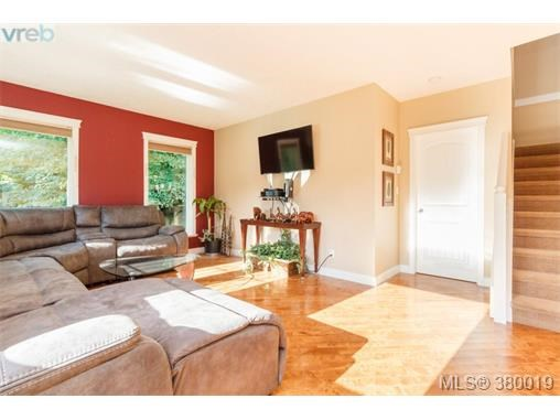9248 Canora Rd, North Saanich, BC - CAN (photo 4)
