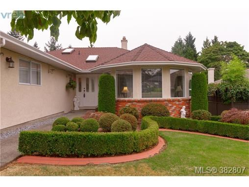 2448 Wilcox Terr, Central Saanich, BC - CAN (photo 2)