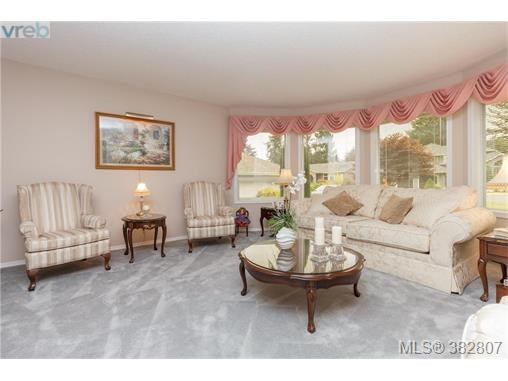 2448 Wilcox Terr, Central Saanich, BC - CAN (photo 5)