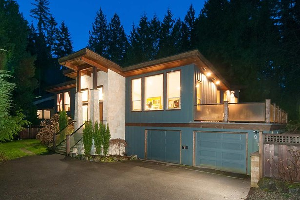927 Hendecourt Place, North Vancouver, BC - CAN (photo 1)