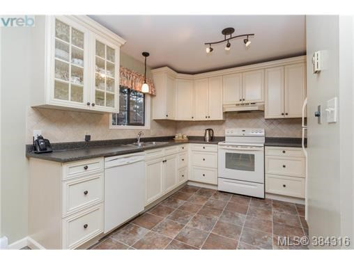 C 378 Cotlow Rd, Colwood, BC - CAN (photo 5)