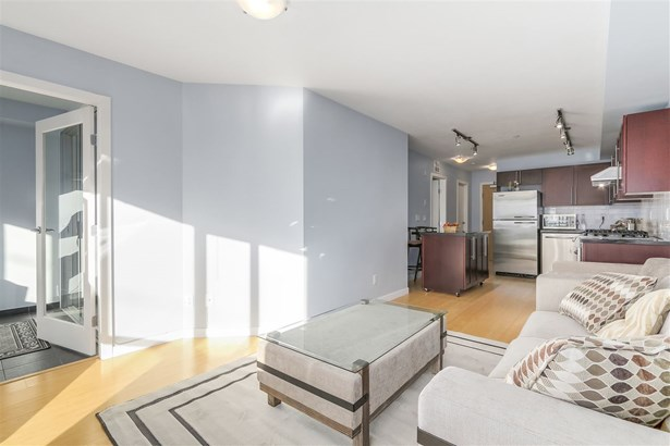 409 122 E 3rd Street, North Vancouver, BC - CAN (photo 4)