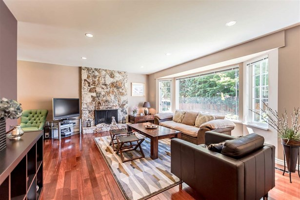 2847 Violet Street, North Vancouver, BC - CAN (photo 3)
