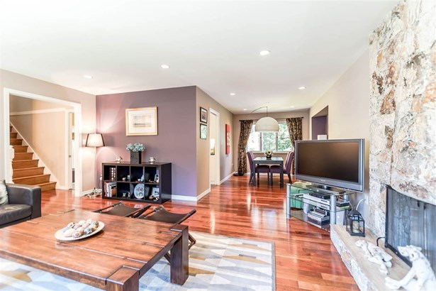2847 Violet Street, North Vancouver, BC - CAN (photo 4)