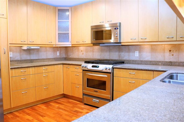 725 Blythwood Drive, North Vancouver, BC - CAN (photo 2)