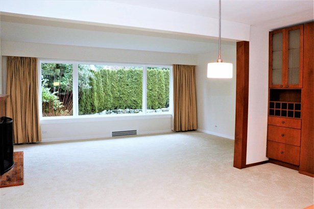 725 Blythwood Drive, North Vancouver, BC - CAN (photo 4)