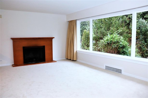 725 Blythwood Drive, North Vancouver, BC - CAN (photo 5)