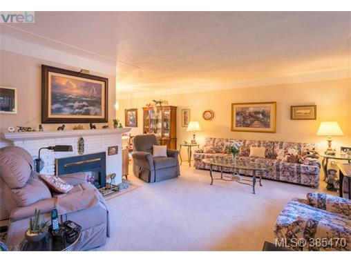 4304 Torquay Dr, Saanich East, BC - CAN (photo 2)