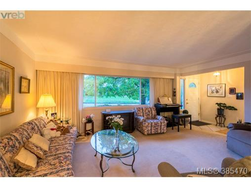 4304 Torquay Dr, Saanich East, BC - CAN (photo 3)