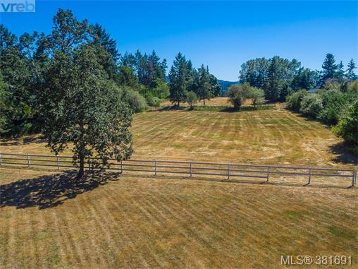 817 Downey Rd, North Saanich, BC - CAN (photo 3)