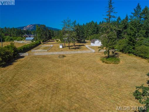 817 Downey Rd, North Saanich, BC - CAN (photo 4)
