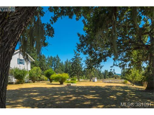 817 Downey Rd, North Saanich, BC - CAN (photo 5)