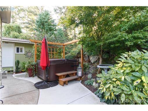 3613 Pondside Terr, Colwood, BC - CAN (photo 3)