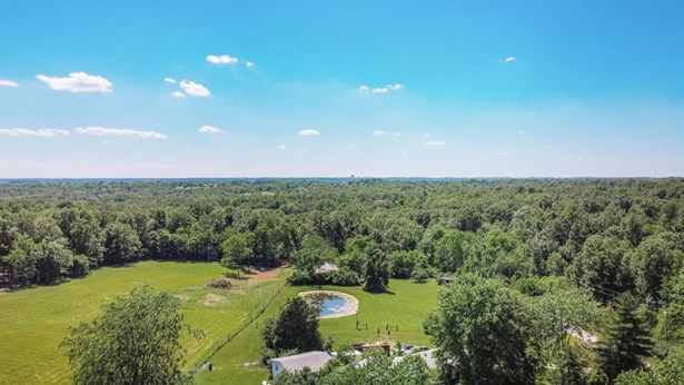 Single Family Residence, Ranch - Morgan Twp, OH