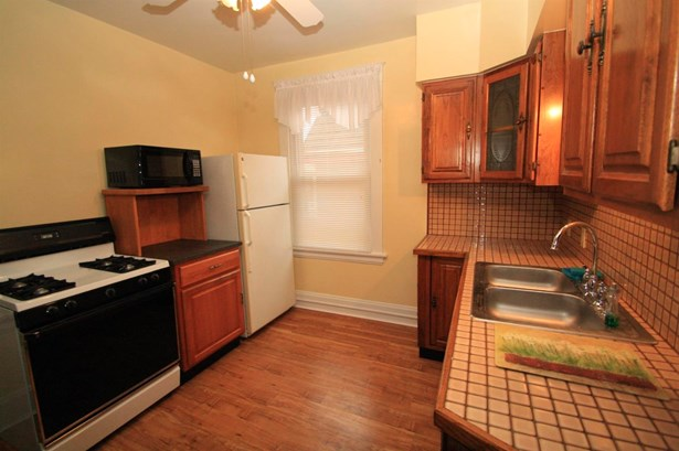 Traditional, Apartment - Cheviot, OH (photo 2)
