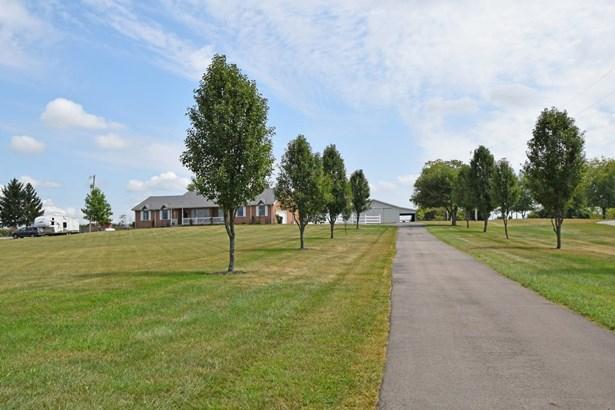 Ranch, Farm - Wayne Twp, OH