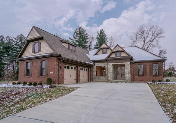 Transitional, Single Family Residence - Miami Twp, OH